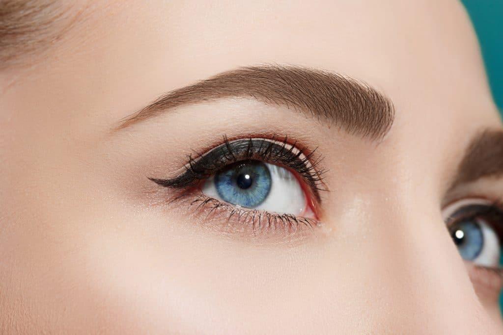 primo piano di occhi belli - blefaroplastica superiore