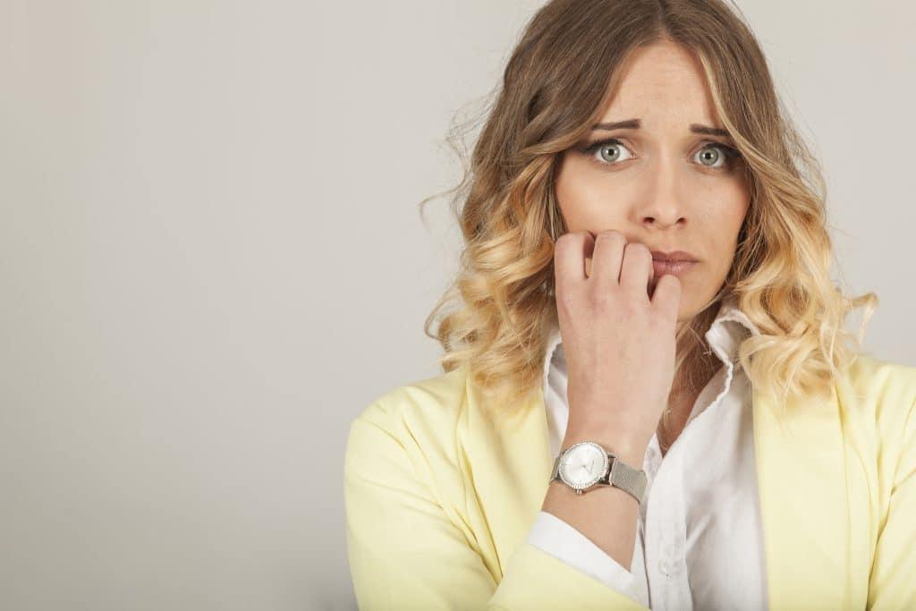 donna affetta da IUS preoccupata per il proprio benessere