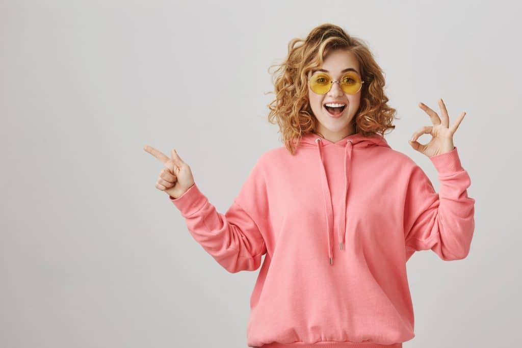 Prevenzione donna - giovane donna che sorride e fa gesto di okay