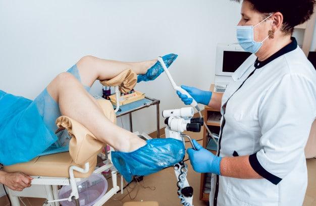 Paziente durante un'ecografia transvaginale